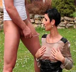 Trinke meine Pisse du Nutte – Swallow my piss bitch