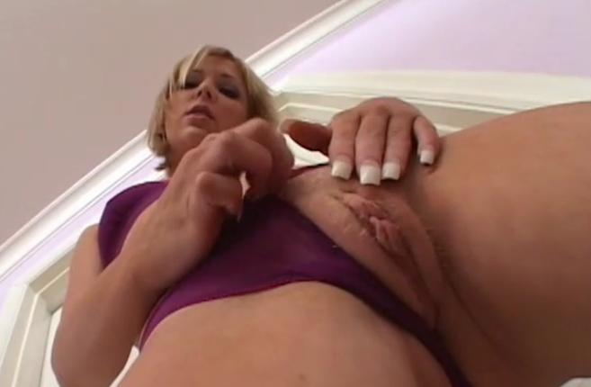 Notgeile Blondine im Guppen Sex rausch