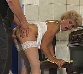 Oma und der Handwerker