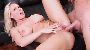Blonde Mama mit riesen Titten